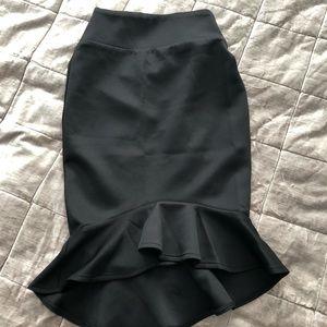 BLACK ruffle pencil skirt size xsmall